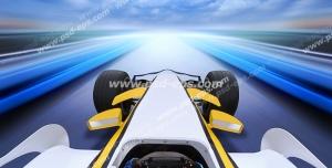 عکس با کیفیت تبلیغاتی ماشین مسابقه در حال راندن با سرعت زیاد در جاده زیر آسمان ابری