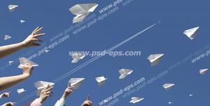 عکس با کیفیت تبلیغات موشک های کاغذی که توسط مردم پرتاب میشوند