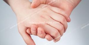 عکس با کیفیت تبلیغاتی دست دختر در دست پسر