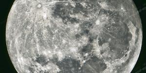 عکس با کیفیت تبلیغاتی کره ماه از نزدیک