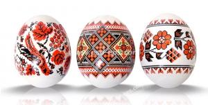 عکس با کیفیت تبلیغاتی سه تخم مرغ عید که روی آن نقاشی های زیبا کشیده شده است