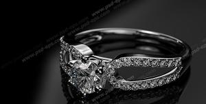 عکس با کیفیت تبلیغاتی انگشتر طلا سفید زیبا با سنگ های برلیان