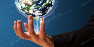 عکس با کیفیت تبلیغاتی کره زمین روی انگشتان مرد