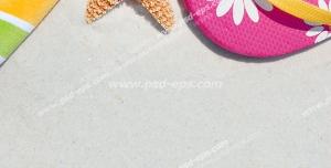 عکس با کیفیت تبلیغاتی ستاره دریایی در کنار دمپایی های صورتی گل دار