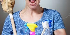 عکس با کیفیت تبلیغاتی زن نظافتچی عصبانی از کثیفی منزل