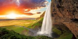 عکس با کیفیت تبلیغاتی آبشار بسیار زیبا و منظره غروب