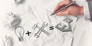 عکس با کیفیت تبلیغاتی کاغذ های مچاله در کنار طراحی لامپ و دلار و آچار و چکش