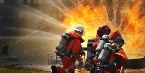 عکس با کیفیت تبلیغاتی خاموش کردن آتش به دست آتش نشان ها