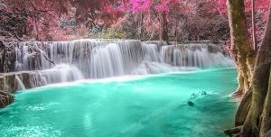 عکس با کیفیت تبلیغاتی رود فیروزه ای با درختان زیبا
