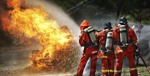 عکس با کیفیت تبلیغاتی آتش نشان ها در حا خاموش کردن آتش
