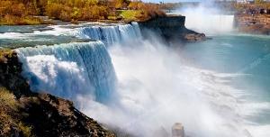 عکس با کیفیت تبلیغاتی آبشار خروشان و چشم انداز دل انگیز