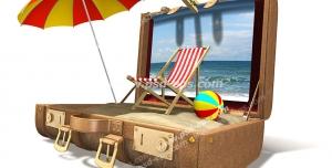عکس با کیفیت تبلیغاتی چمدان و وسایل مورد نیاز برای ساحل