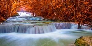 عکس با کیفیت تبلیغاتی رود خانه آرام در پاییز