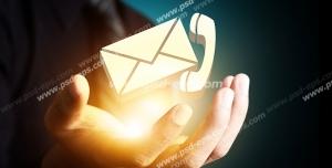 عکس با کیفیت تبلیغات نامه و تلفن در دست مرد