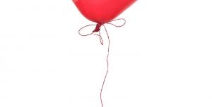 عکس با کیفیت تبلیغاتی بادکنک قرمز به شکل قلب