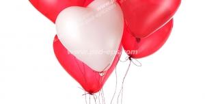 عکس با کیفیت تبلیغاتی بادکنک های قرمز و سفید به شکل قلب