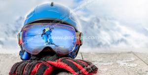 عکس با کیفیت تبلیغاتی کلاه و دستکش برای اسکی روی برف