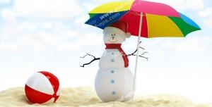 عکس با کیفیت تبلیغاتی چتر رنگارنگ در دست آدم برفی لب ساحل