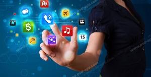 عکس با کیفیت تبلیغاتی مرد در حال انتخاب گزینه های گرافیکی اپلیکیشن های موبایل معلق در هوا