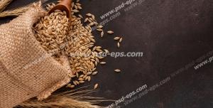 عکس با کیفیت تبلیغاتی دانه های گندوم بیرون ریخته شده از کیسه ی حصیری