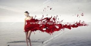 عکس با کیفیت تبلیغاتی زن ایستاده در آب و لباسی از جنس خون
