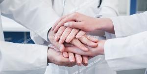 عکس با کیفیت تبلیغاتی متحد شدن پزشکان