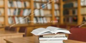 عکس با کیفیت تبلیغاتی قفسه های کتاب و چند کتاب بر روی میز