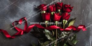 عکس با کیفیت تبلیغاتی دسته گل رز با ربان قرمز در بک گراند مشکی
