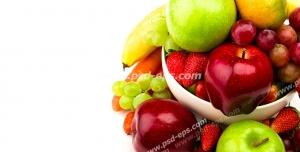 عکس با کیفیت تبلیغاتی سیب سبز و قرمز و انگور قرمز و موز داخل ظرف با بک گراند سفید