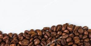 عکس با کیفیت تبلیغاتی دانه های قهوه در پایین عکس