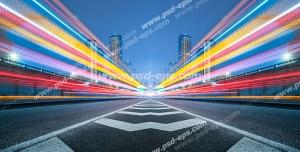 عکس با کیفیت تبلیغاتی نور های کشیدگی خطوط نور ماشین ها در وسط خیابان و آسمان شب
