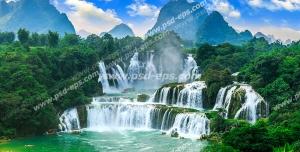 عکس با کیفیت تبلیغاتی آبشار بسیار زیبا در دل طبیعت و آسمان آبی و کوه ها